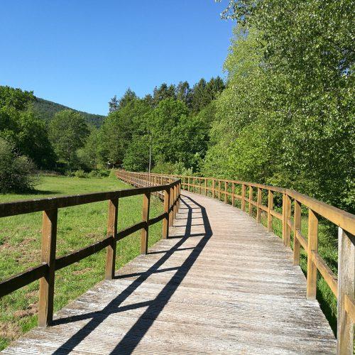 Wanderwege aus Holz